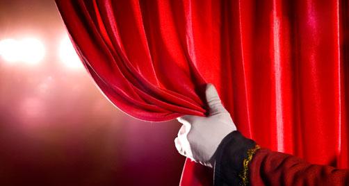 Instituição oferece oito cursos voltados para a formação teatral
